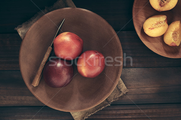 Friss érett nektarin gyümölcsök kés rusztikus Stock fotó © ildi