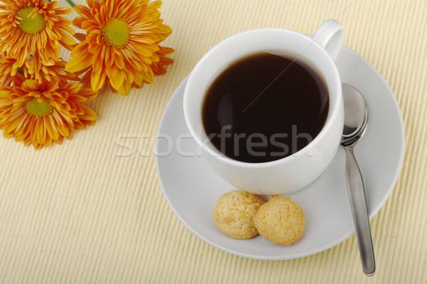 Narancs virágok csésze csészealj teáskanál kekszek Stock fotó © ildi