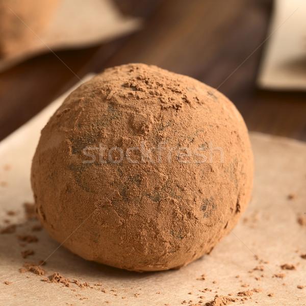 Rum palla fatto in casa coperto polvere carta marrone Foto d'archivio © ildi
