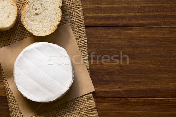 Camembert queso baguette rebanadas oscuro madera Foto stock © ildi