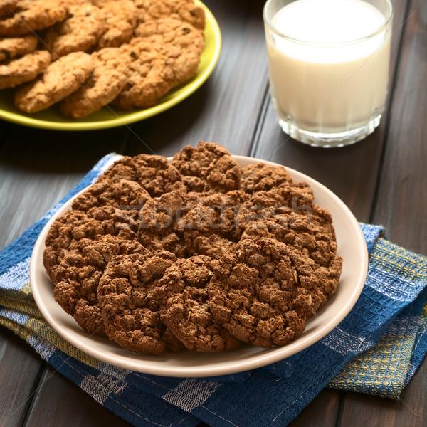 Czekolady cookie tablicy szkła mleka Zdjęcia stock © ildi