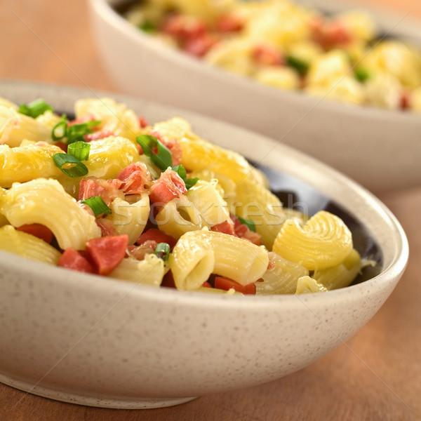 Dirsek makarna sosis peynir yeşil soğan iki Stok fotoğraf © ildi