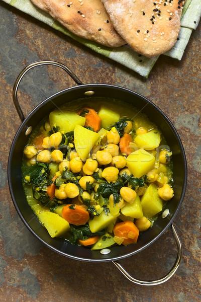 étriller vegan épinards de pomme de terre carotte servi Photo stock © ildi