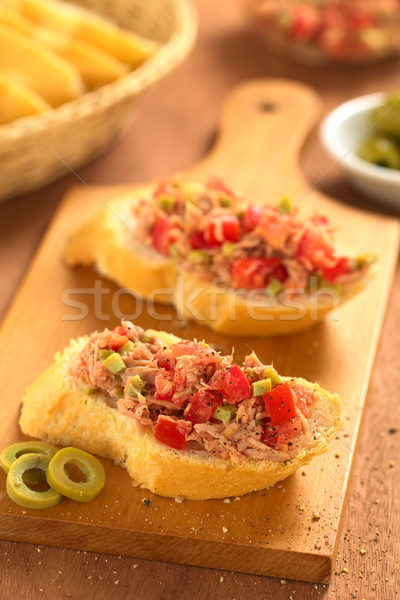 Pain thon olive tomate tranche baguette Photo stock © ildi