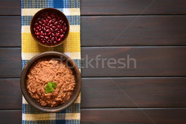 Kırmızı böbrek fasulye atış rustik çanak Stok fotoğraf © ildi