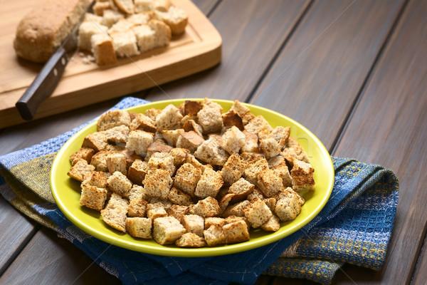 Frescos casero tostado integral pan Foto stock © ildi