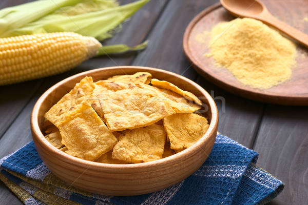 Eigengemaakt gebakken mais chips houten kom Stockfoto © ildi