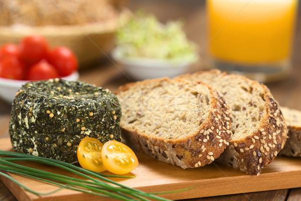 Kecskesajt gyógynövények teljes kiőrlésű kenyér fedett snidling Stock fotó © ildi