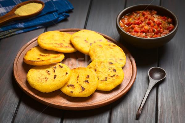 ソース 木製 プレート トマト タマネギ 調理済みの ストックフォト © ildi