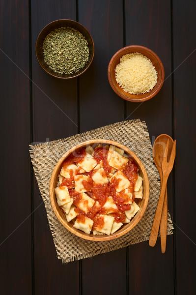 Ravioli salsa di pomodoro cotto fatto in casa legno ciotola Foto d'archivio © ildi