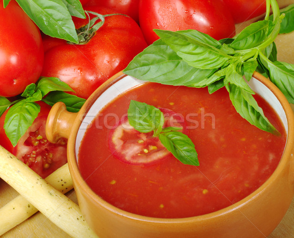 Tomatensoep kom tomaten basilicum selectieve aandacht voedsel Stockfoto © ildi