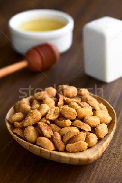 Cacahuètes miel sel faible bois plaque Photo stock © ildi