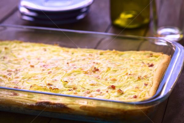 Soğan kek geleneksel maya soğan domuz pastırması Stok fotoğraf © ildi