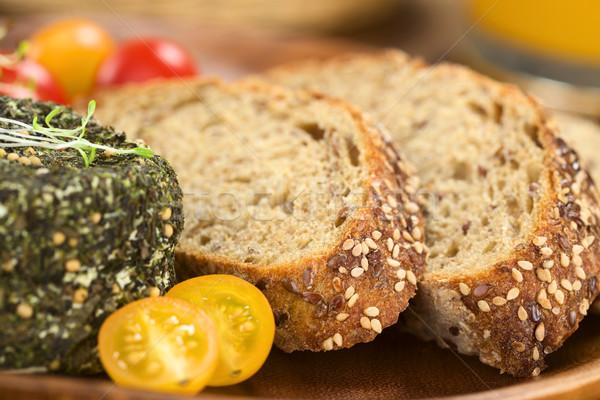 Teljes kiőrlésű kenyér kecskesajt szeletek fedett gyógynövények Stock fotó © ildi