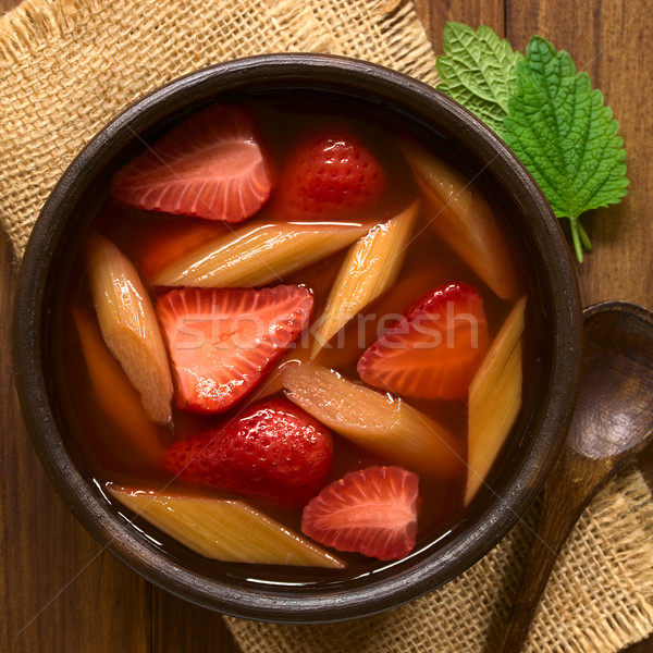 Truskawki rabarbar zupa ciepły zimno owoców Zdjęcia stock © ildi