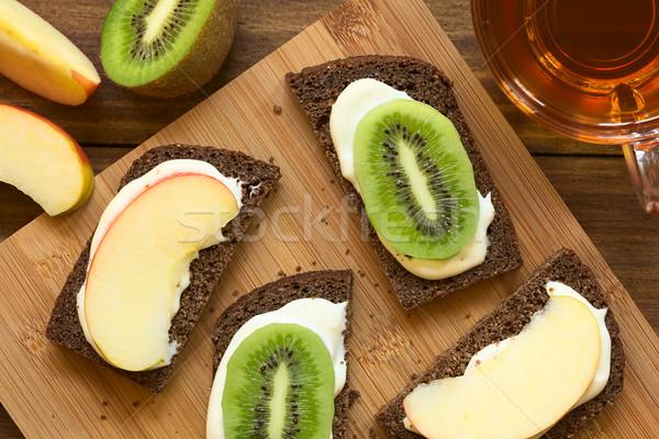 Krem peynir elma kivi sandviçler Stok fotoğraf © ildi