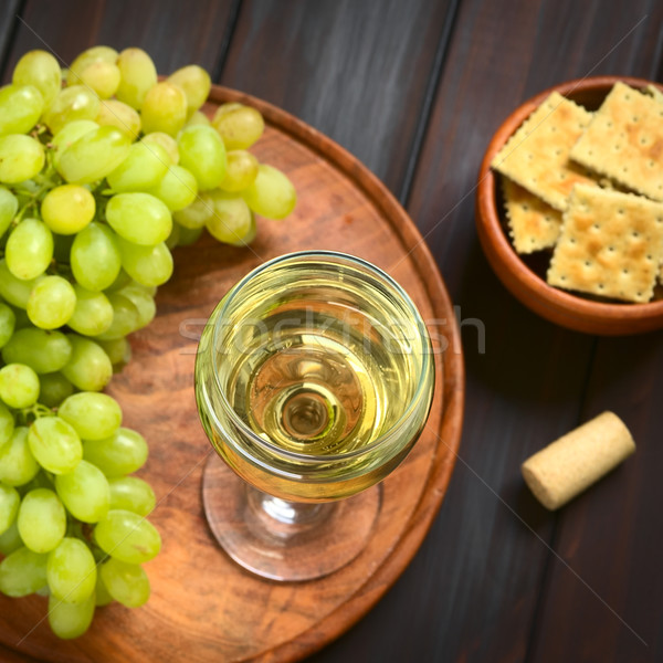 Verre vin blanc raisins blanche Cork sombre Photo stock © ildi
