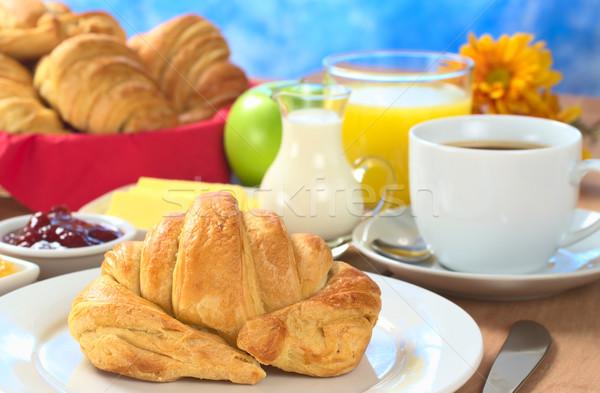 Kontinentális reggeli croissant kávé narancslé tej lekvár Stock fotó © ildi