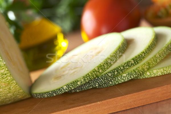 Foto d'archivio: Zucchine · fette · tagliere · pomodoro · olio · prezzemolo