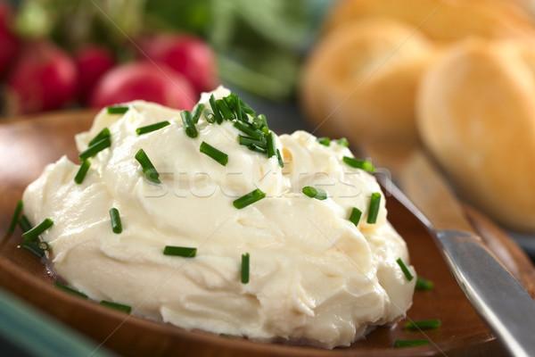 Fresche crema formaggio legno piatto erba cipollina Foto d'archivio © ildi