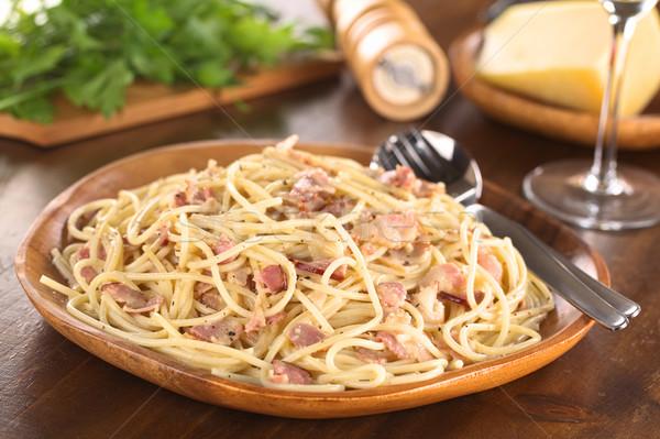 Spagetti makarna domuz pastırması peynir yumurta krem Stok fotoğraf © ildi