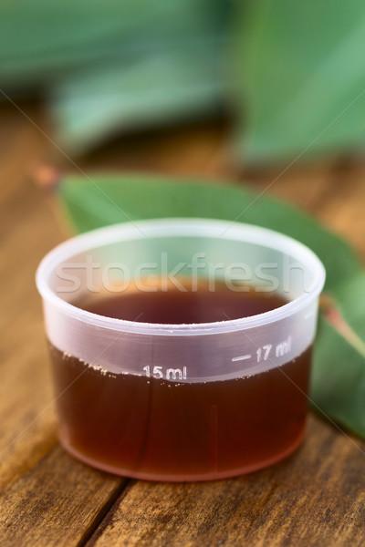 Tosse xarope medicina copo fresco folhas Foto stock © ildi