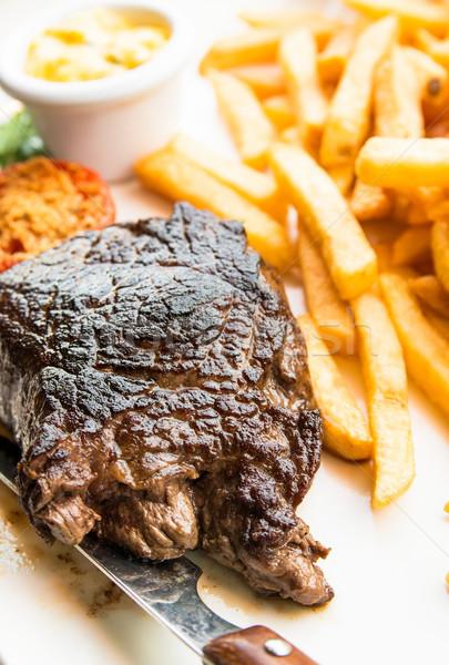 Succosa bistecca carne carne pomodoro patatine fritte Foto d'archivio © ilolab