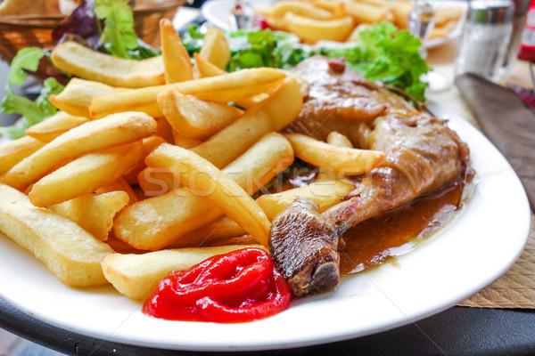 Frango assado dourado batatas comida restaurante Foto stock © ilolab