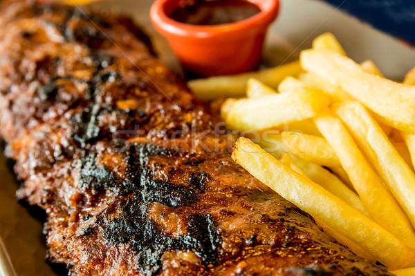 Gegrild biefstuk gegrild vlees plaat hete saus Stockfoto © ilolab