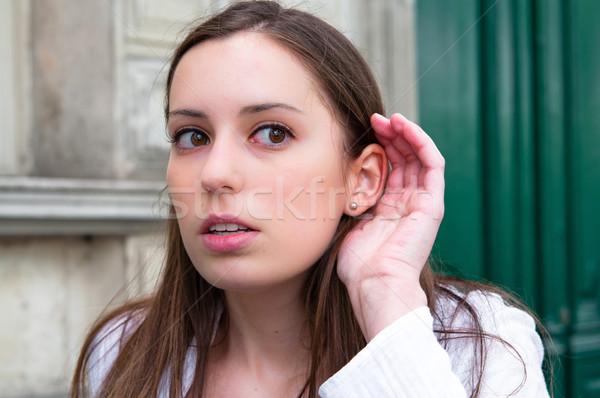 Ascolto una buona notizia donna città giovani femminile Foto d'archivio © ilolab