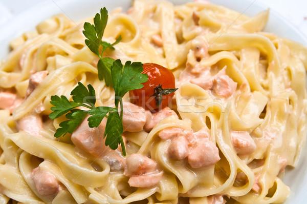 Makaronu wędzony łosoś tablicy pomidorów ryb Zdjęcia stock © ilolab