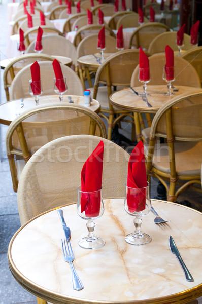Vue sur la rue café terrasse restaurant table hôtel Photo stock © ilolab