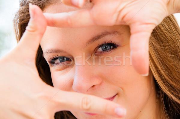Fiatal nő fókuszált kilátás gesztusok felirat fiatal Stock fotó © ilolab