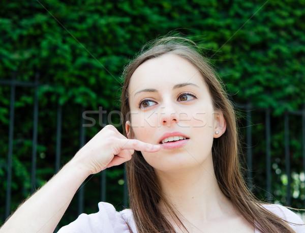 Mujer hablar celular teléfono aire libre retrato Foto stock © ilolab
