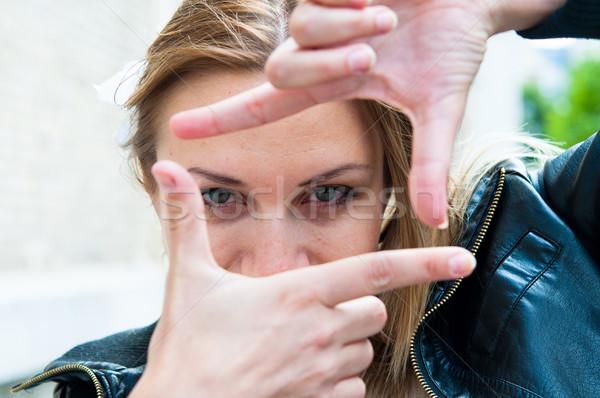 Fókuszált kilátás fiatal nő felirat fiatal fotó Stock fotó © ilolab