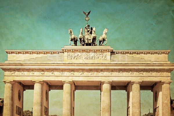 Klasszikus Brandenburgi kapu híres tájékozódási pont Berlin késő Stock fotó © ilolab