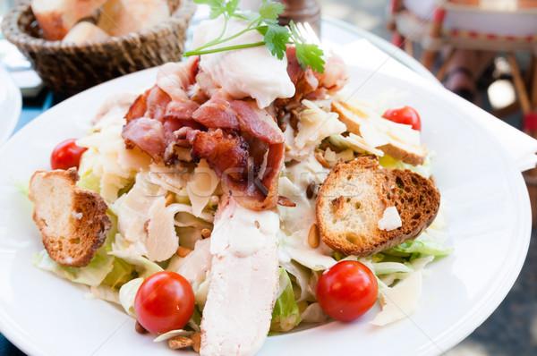 Proaspăt salata de pui roşii frunze pui ulei Imagine de stoc © ilolab