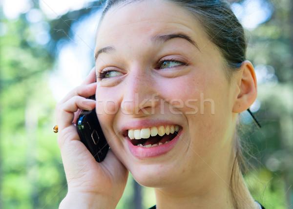Outdoor portret jonge vrouw praten cellulaire telefoon Stockfoto © ilolab