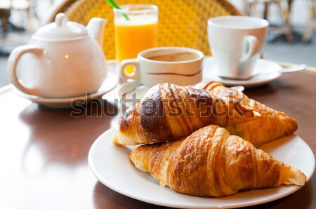 Déjeuner café croissants panier table orange Photo stock © ilolab