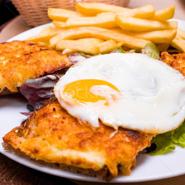 Tradizionale francese tostato sandwich alimentare uovo Foto d'archivio © ilolab