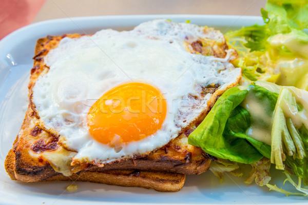 Frans geroosterd sandwich traditioneel voedsel ei Stockfoto © ilolab