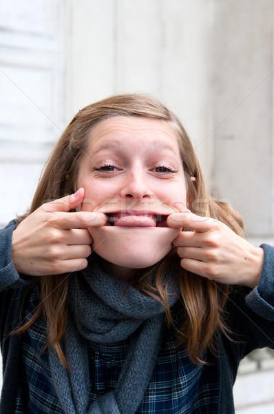 Młoda kobieta funny grymas kobieta portret Zdjęcia stock © ilolab