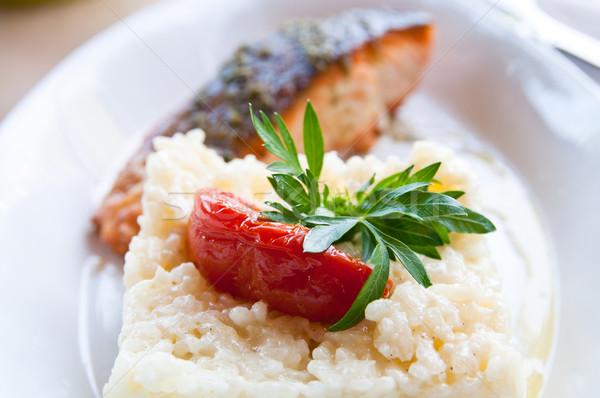 Grelhado salmão cozinha francesa prato tomates peixe Foto stock © ilolab