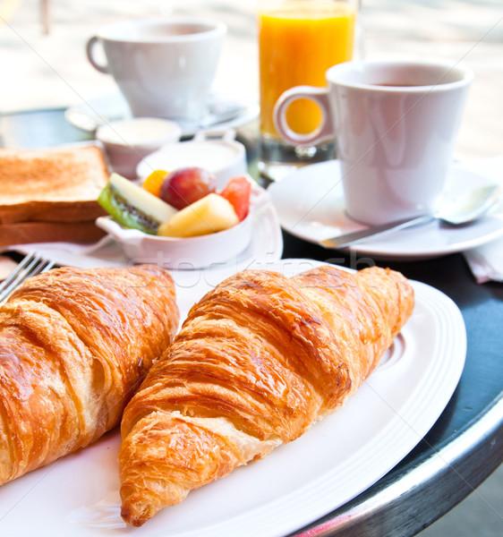 Kahvaltı kahve kruvasan sepet tablo turuncu Stok fotoğraf © ilolab
