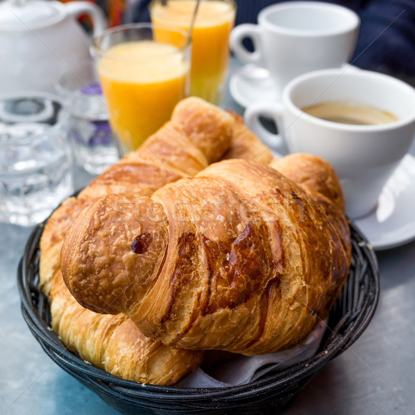 Reggeli kávé croissantok asztal narancs csésze Stock fotó © ilolab