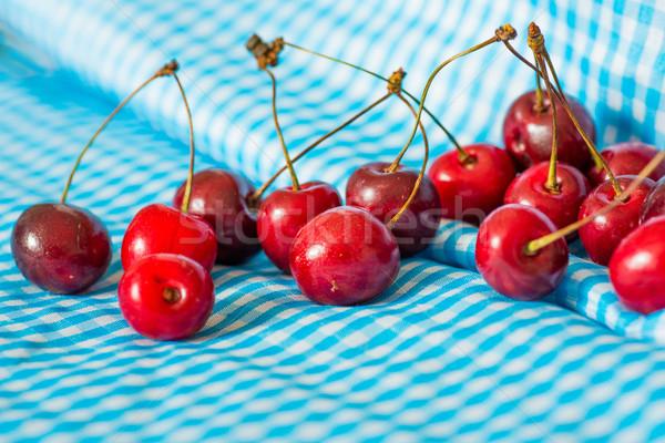 świeże wiśni niebieski serwetka drewna owoców Zdjęcia stock © ilolab