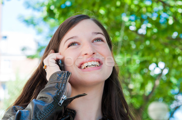 женщину говорить сотовых телефон Открытый портрет Сток-фото © ilolab