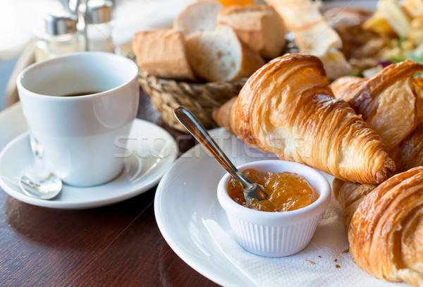 Frühstück Kaffee Croissants legen Tabelle trinken Stock foto © ilolab