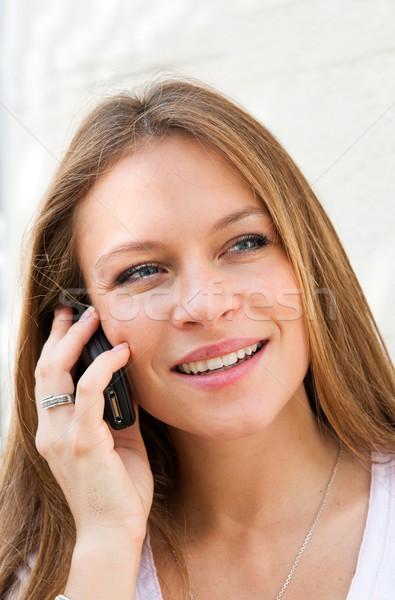 говорить сотовых телефон Открытый портрет Сток-фото © ilolab
