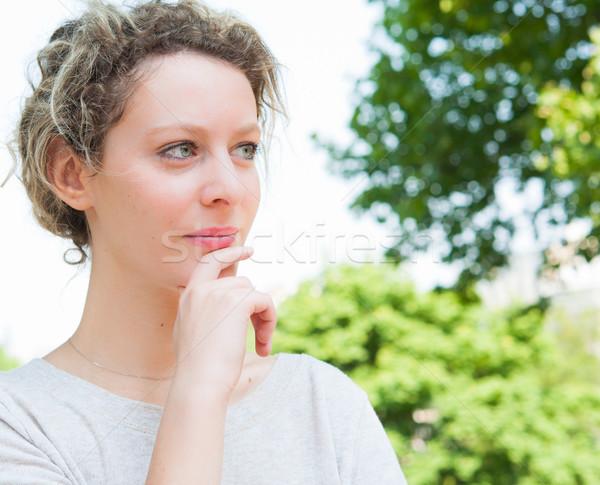 Foto stock: Hermosa · jóvenes · mujer · atractiva · aire · libre · retrato · pensando